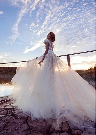 Luxury Tulle A-line Wedding Dresses With Lace Appliques & Handmade Flowers & Beadings