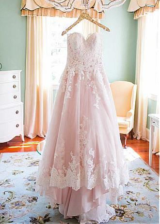 Alluring Tulle Sweetheart Neckline A-line Wedding Dresses With Lace Appliques
