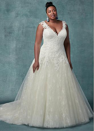 Eye-catching Tulle V-neck Neckline A-line Plus Size Wedding Dresses With Lace Appliques